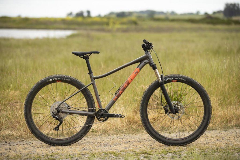 Podstawowe rowery trailowe – progresywna geometria na rozpoznanie apetytu 23