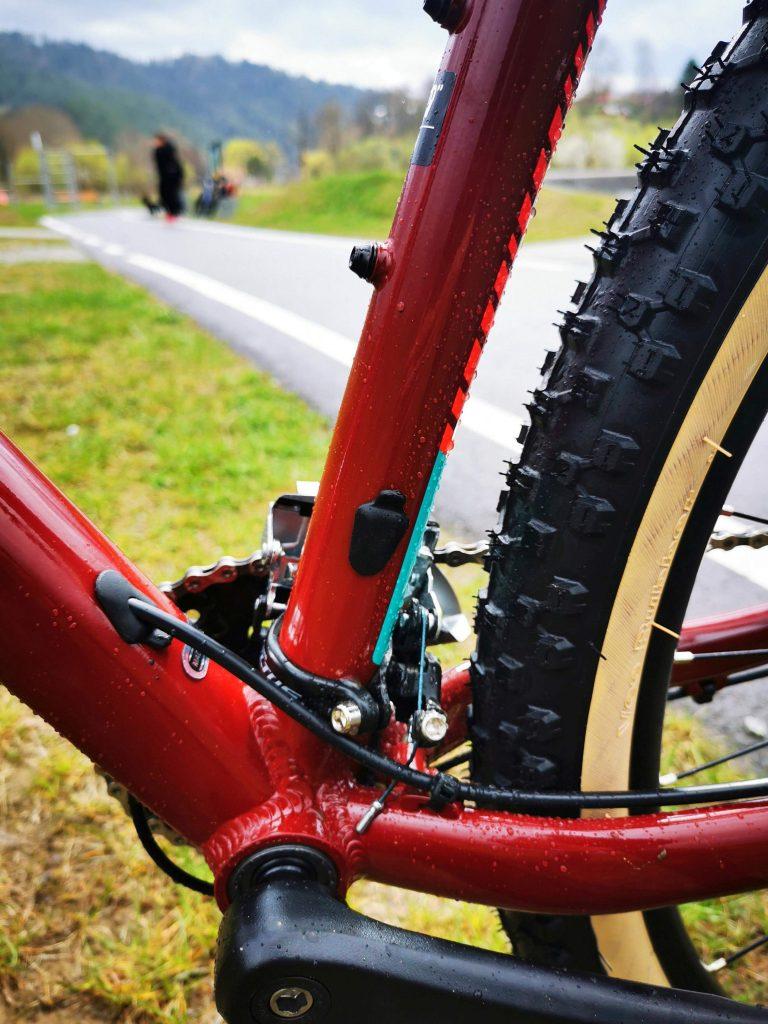 Podstawowe rowery trailowe – progresywna geometria na rozpoznanie apetytu 9