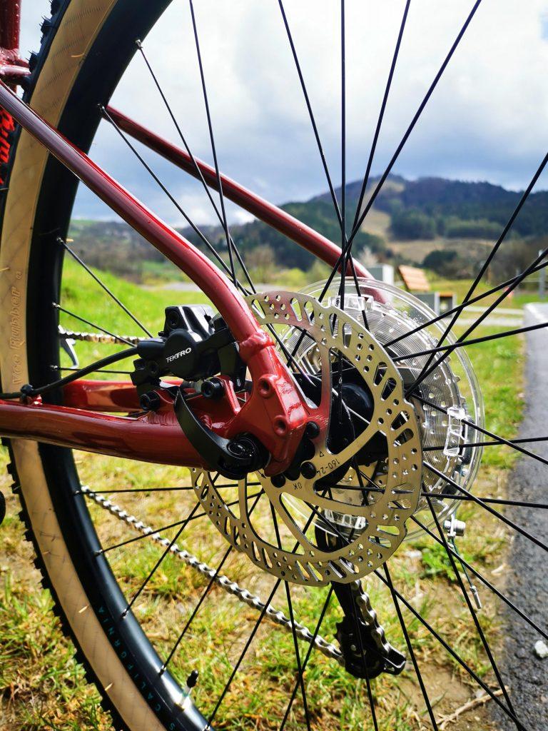 Podstawowe rowery trailowe – progresywna geometria na rozpoznanie apetytu 12